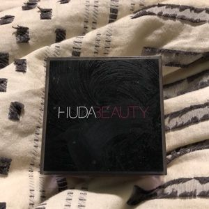 HudaBeauty Easy Bake Loose Baking &Setting Powder